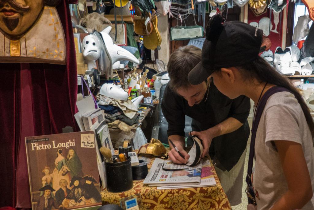 Buying a mask at La Bottega dei Mascareri